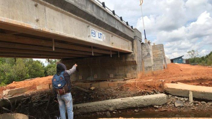 Kondisi jembatan yang dibangun untuk mendukung sektor pariwisata di daerah Tanah Merah Desa Penaga Kecamatan Teluk Bintan, Rabu (24/3/2021)