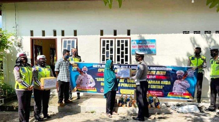 RAMADHAN 2021 - Satlantas Polres Lingga Beri Bantuan ke Panti Jompo di Dabo