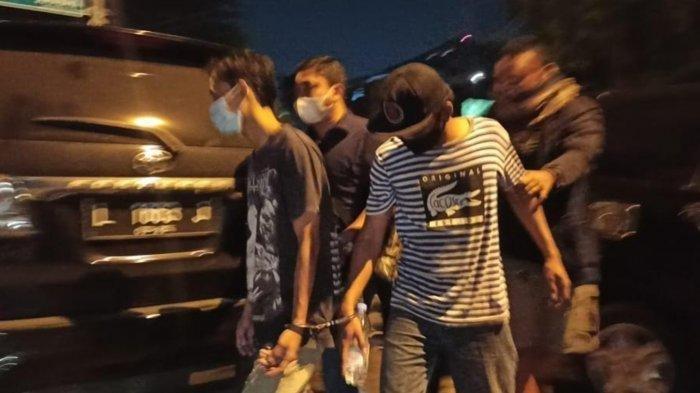 Foto ilustrasi para pelaku pengeroyokan anggota TNI di Terminal Bungurasih Sidoarjo saat digelandang petugas kepolisian