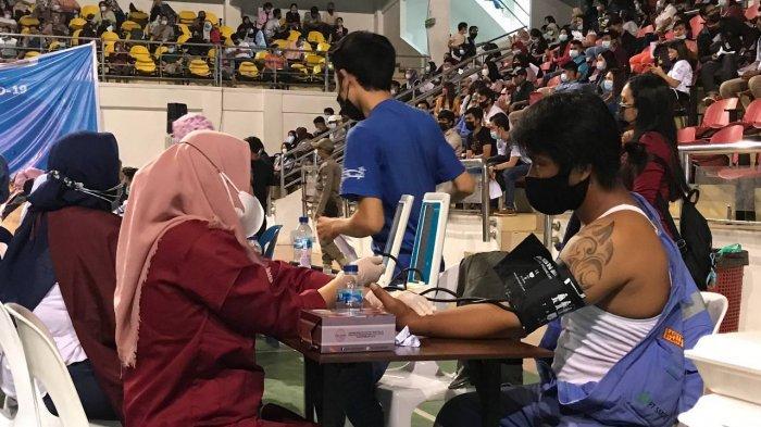 Warga Batam Masih Ramai Kunjungi Stadion Temenggung Tapi Antrean Mulai Tertib