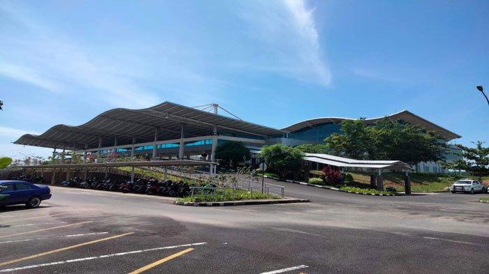 Tampak depan Bandara Raja Haji Fisabilillah (RHF) Tanjungpinang di akhir pekan, Sabtu (24/7/2021)