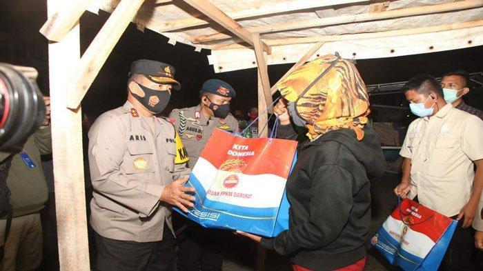 PPKM Level 4 di Batam, Polda Kepri Salurkan 400 Paket Beras ke Masyarakat