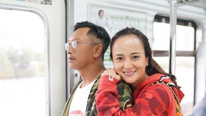 Cantiknya istri baru <a href='https://manado.tribunnews.com/tag/edwin-abeng' title='EdwinAbeng'>EdwinAbeng</a>