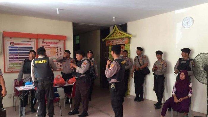 Pendukung Zukriansyah Demo di KPU Batam, Kapolresta Barelang Turun Langsung