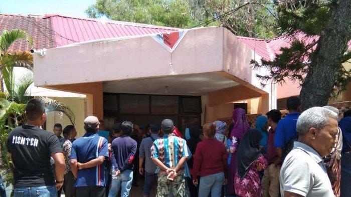 BREAKING NEWS - Pendukung Balon Wali Kota Batam Zukriansyah Demo di KPU Batam