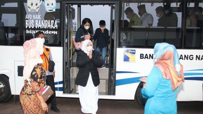 Wakil Gubernur Kepri, Marlin Agustina tiba di Bandara Hang Nadim Batam, Kamis (25/2/2021). Marlin sebelumnya dilantik menjadi Wakil Gubernur Kepri di Istana Negara oleh Presiden Joko Widodo.