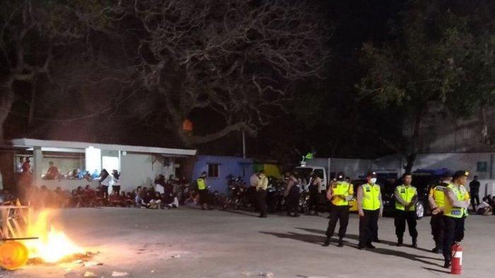 Dampak Covid-19, Pabrik di Magetan Potong Setengah Gaji, Karyawan Demo & Pecahkan Kaca