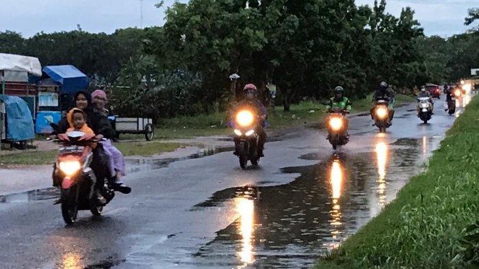 BMKG Ungkap Penyebab Wilayah Kepri Mulai Hujan Terus Menerus