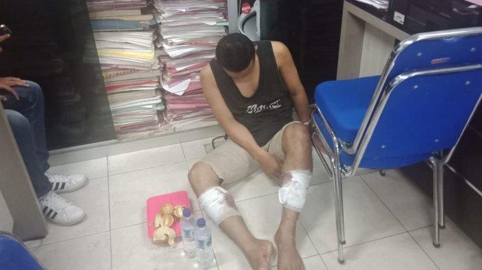 Pelaku Jambret Batam Ditangkap Polisi, Kedua Kakinya Ditembak, Mengaku Baru 1 Bulan Bebas Penjara