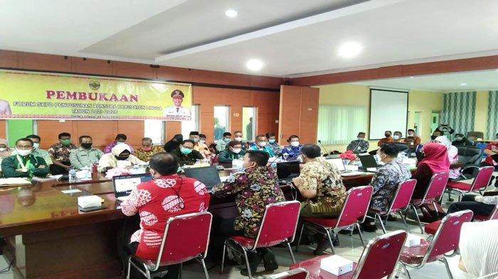 Suasana kegiatan SKPD penyusunan Renstra 2021-2026 di Daik, Kecamatan Lingga, Kabupaten Lingga, Kamis (25/6/2021)