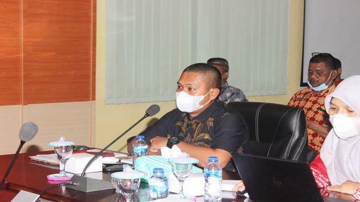 Wakil Bupati Lingga, Neko Wesha Pawelloy membuka kegiatan SKPD penyusunan Renstra 2021-2026 di Daik, Kecamatan Lingga, Kabupaten Lingga, Kamis (24/6/2021)
