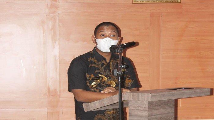 Wakil Bupati Lingga, Neko Wesha Pawelloy membuka kegiatan SKPD penyusunan Renstra 2021-2026 di Daik, Kecamatan Lingga, Kabupaten Lingga, Kamis (25/6/2021)