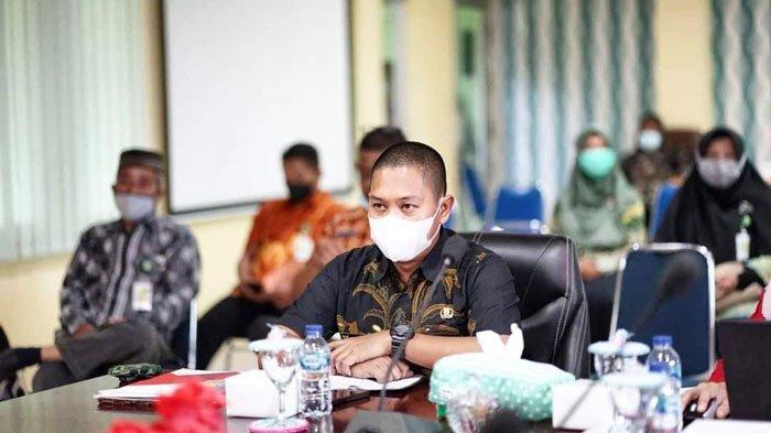 Wakil Bupati Lingga, Neko Wesha Pawelloy saat kegiatan SKPD penyusunan Renstra 2021-2026 di Daik, Kecamatan Lingga, Kabupaten Lingga, Kamis (25/6/2021)