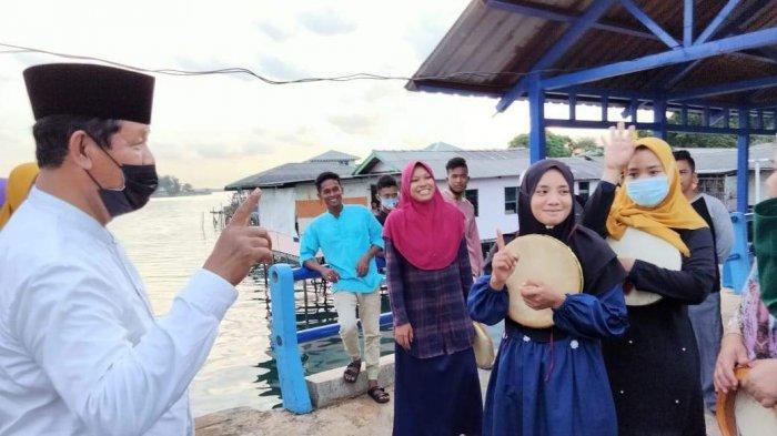 Isdianto saat berkunjung dan bersilaturahmi dengan Masyarakat pulau Sarang, kecamatan Belakang Padang, Batam, Selasa (25/11/2020).