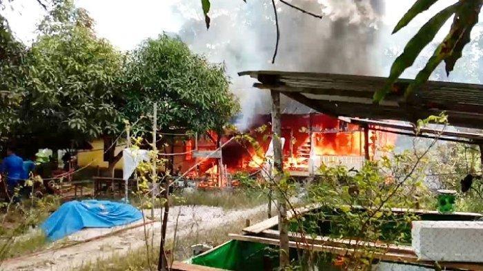 Foto kebakaran di Sawah Indah, Daik Lingga, Selasa (26/1/2021). Satu unit rumah hangus terbakar dalam insiden itu