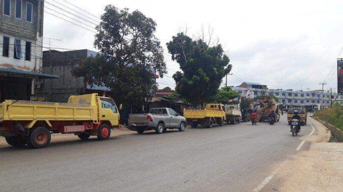 BREAKINGNEWS, Sejumlah Kendaraan Berbahan Bakar Solar Antre di SPBU Kilometer 16 Bintan