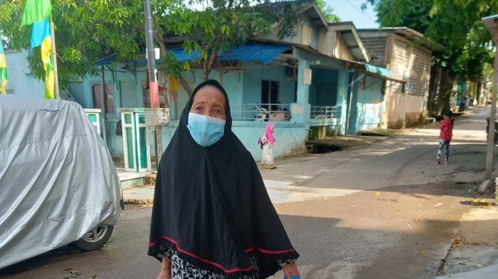 Siti Khoiriyah, Janda 74 Tahun Bertahan Hidup di Tengah Pandemi Covid-19: Beli Kue Ibu, Nak