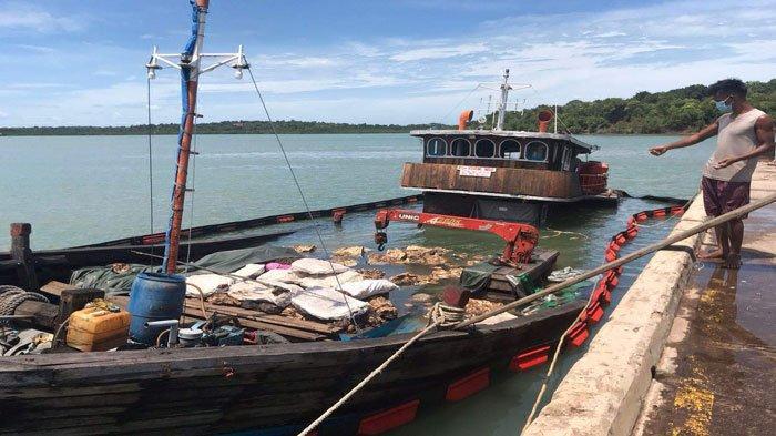Kapal Tujuan Bintan Tenggelam di Perairan Pulau Lima Gegara Dihantam Ombak