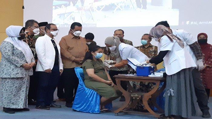 BKKBN Kepri Gelar Vaksinasi Ibu Hamil dan Menyusui Sekaligus Pelayanan KB di Batam