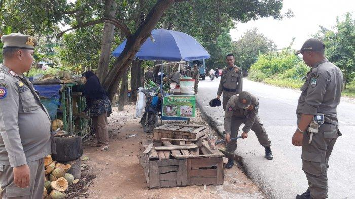 Jualan di Tempat Terlarang, Lapak 2 Pedagang Ditertibkan Satpol PP Batam, Yanti: Pasrah Sajalah