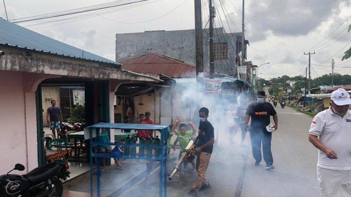 Pilkada Kepri - Minimalisir Penyebaran DBD di Batam, Barisan Isdianto-Suryani Lakukan Fogging