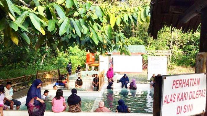 Nikmati Libur Natal dan Tahun Baru, Wisata Air Panas di Dabo Lingga Dipadati Pengunjung