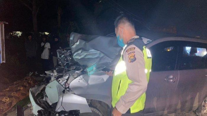 Pemotor Vespa Tewas di Tempat Dihantam Mobil Avanza yang Melaju Kencang