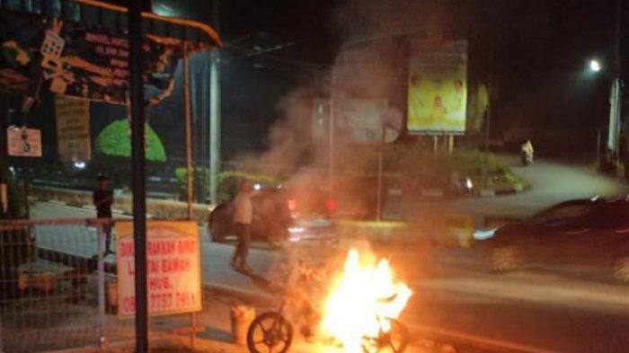 Sebuah Motor Supra Terbakar di Jalan Wiratno Tanjungpinang, Bermula Percikan Api Sambar Bensin