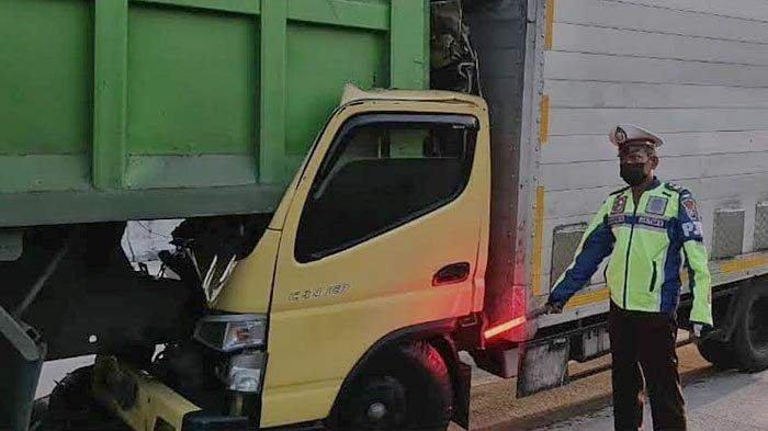 Kecelakaan Maut Hari Ini Tabrakan Truk Box dengan Tronton, Sopir Tewas di Tempat