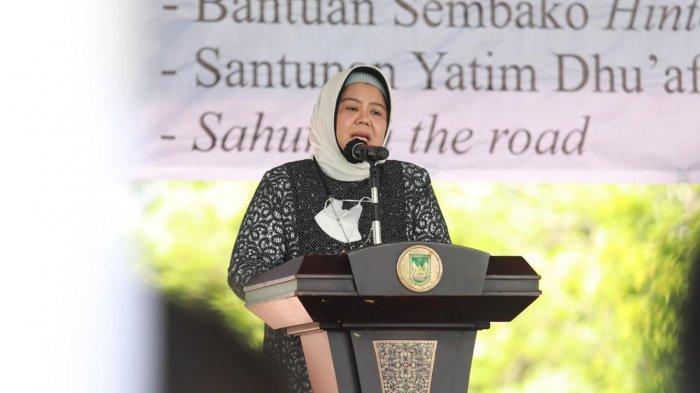 Wakil Gubernur Kepri, Marlin Agustina saat menghadiri Ramadhan Berkah Baznas Batam dengan Pemberian Santunan kepada Penyandang Disabilitas di Alun-Alun Engku Putri, Kota Batam Selasa (27/4/2021).