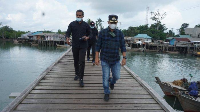 Warga Lingga Keluhkan Kondisi Jembatan Desa Tanjung Irat, Wabup Neko Tinjau ke Lokasi