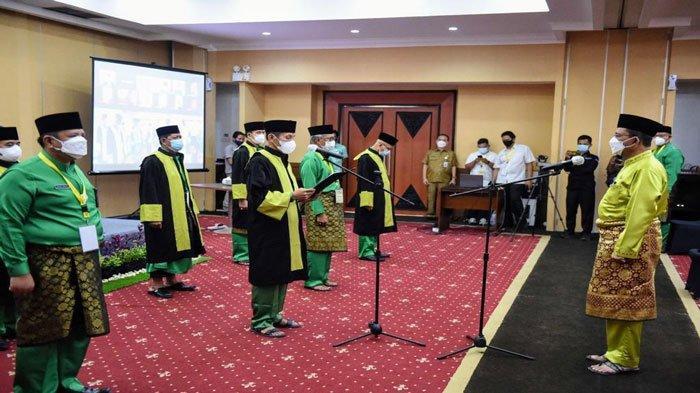 Gubernur Kepulauan Riau (Kepri), H. Ansar Ahmad resmi mengukuhkan Dewan Hakim Seleksi Tilawatil Qur'an dan Hadist (STQH) lX Provinsi Kepri, Selasa (27/7/2021)