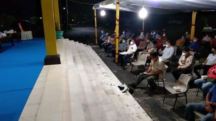 Pemkab Lingga mengadakan rapat penanganan Covid-19 di Gedung Daerah Dabo Singkep, Kabupaten Lingga, Senin (26/7/2021) malam