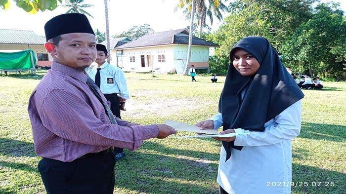 Buat Bangga Natuna, Siswi Madrasah Aliyah Ini Juara 3 KSM Tingkat Provinsi Kepri