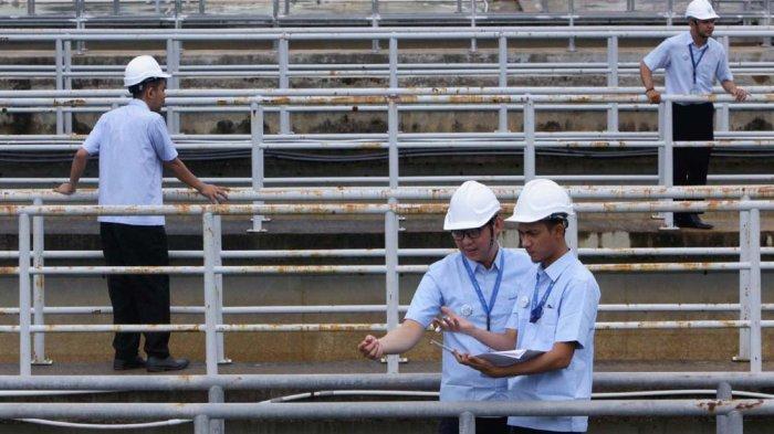 Pelayanan Air Kota Batam. Warga mulai bereaksi terhadap nasib pelayanan air bersih di Kota Batam pasca konsesi ATB berakhir.