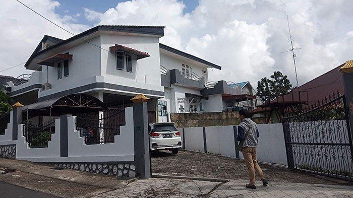BREAKING NEWS, Rumah Bupati Lingga Alias Wello di Tanjungpinang Digerebek KPK
