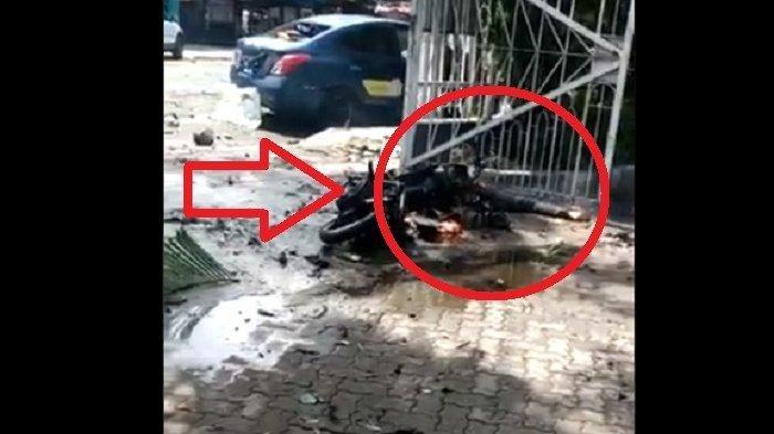 Motor Hangus & Jenazah di Gerbang Gereja Katedral Makassar. Disebut pelaku bom bunuh diri