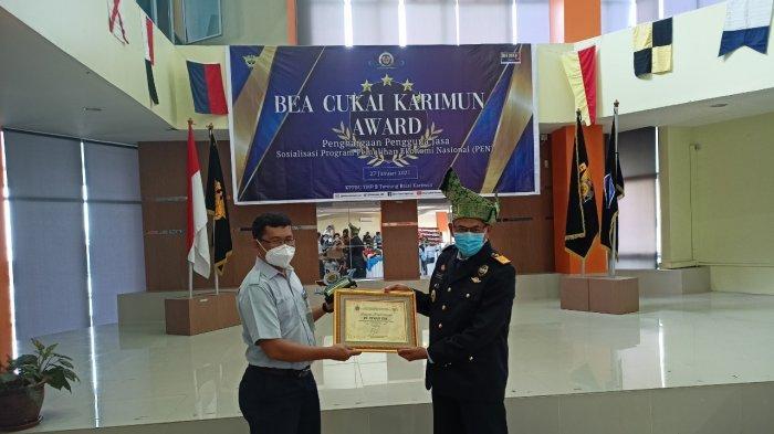 Foto Bea Cukai Karimun Award, pemberian penghargaan kepada PT Timah Tbk, Rabu (27/1/2021)