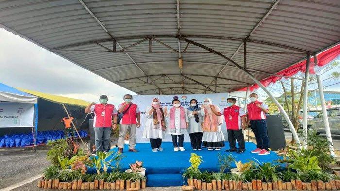 Istri Menhub Budi Karya Datang ke Kepri, Bagi 200 Paket Sembako di Tanjungpinang