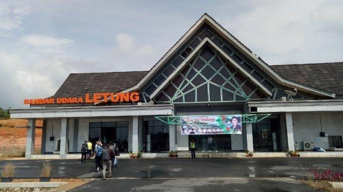 Bandara Letung di Pulau Jemaja, Kabupaten Kepulauan Anambas, Provinsi Kepri.