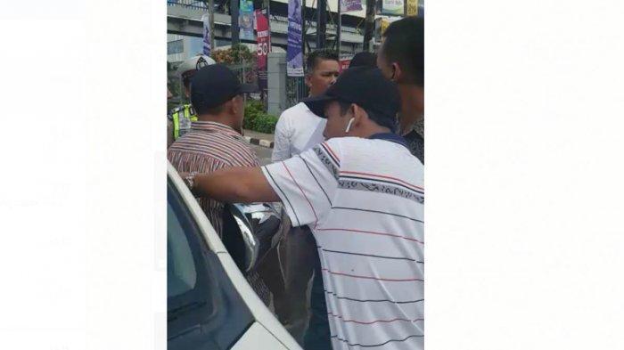 BREAKINGNEWS - Taksi Online dan Taksi Konvensional Batam Cekcok Karena Red Zone