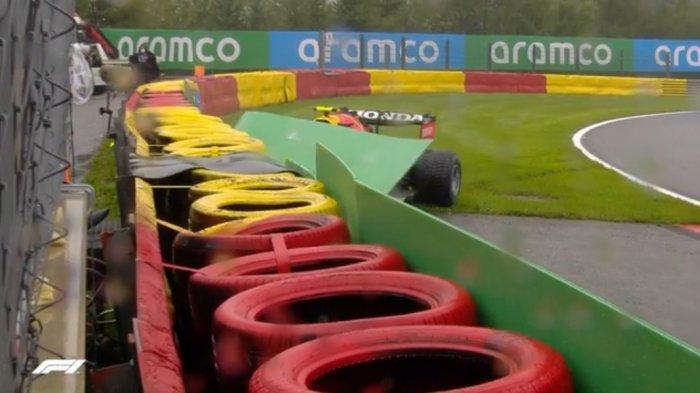 Berita Formula 1 - Detik-detik Sergio Perez Alami Kecelakaan di Sirkuit Jelang Start
