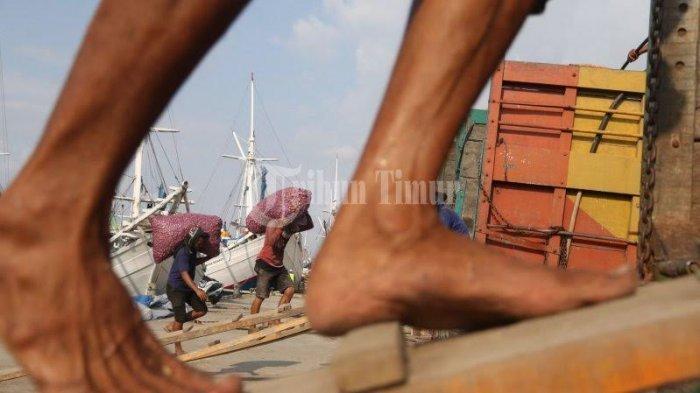 Kisah Buruh Pelabuhan Tarempa, Rahasiakan Pekerjaan Agar Anak Tak Malu dan Dihina Kawan-kawannya