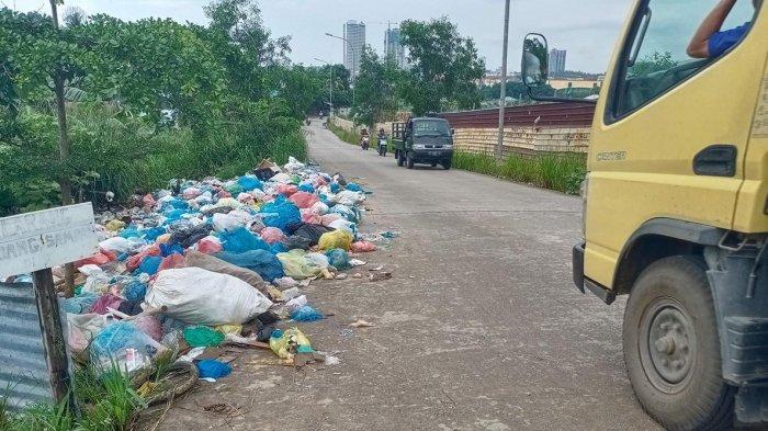 Sampah Berserakan hingga Badan Jalan, Warga Tanjung Uma Minta Pemko Batam Turun Tangan