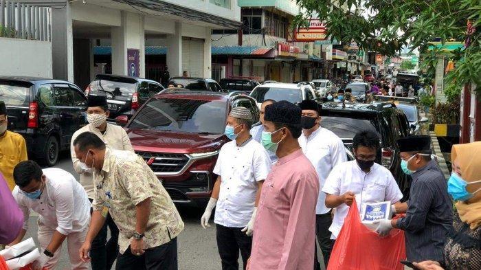 Momen Idul Fitri, HM Rudi Berbagi Nasi Kotak Hingga Bahas Rencana New Normal