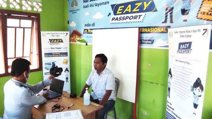 Mudahkan Pembuatan Paspor, Imigrasi Dabo Lingga Jemput Bola Datangi Pemohon