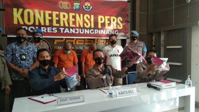 Polres Tanjungpinang saat menggelar konferensi pers kasus tindak pidana pencabulan anak di bawah umur yang melibatkan oknum lurah di Mapolres Tanjungpinang, Sabtu (29/5/2021)