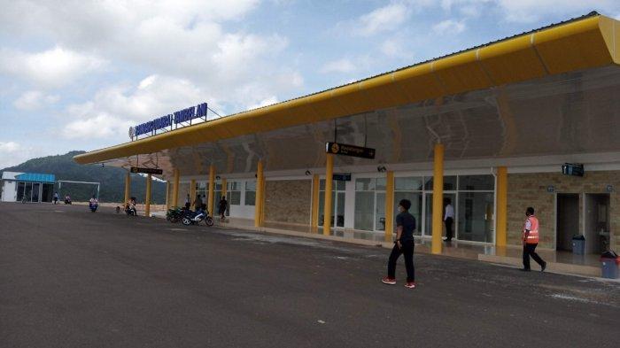 Tampak depan Bandar Udara Tambelan. Bandara kebanggaan masyarakat Bintan ini baru diresmikan pada pekan pertama Agustus 2020