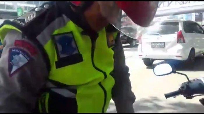 Balas Dendam KarenaPesanan Lama Disajikan, PolisiTilang Pemilik Restoran& Minta Bayar Denda