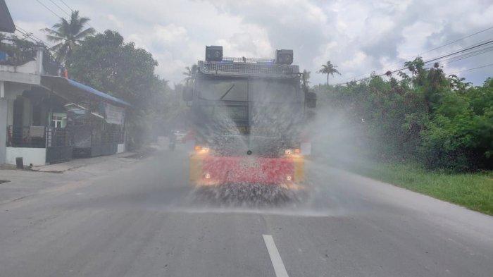 Dokter Tirta Serang Pemerintah Setelah Semprot Disinfektan ke Jalan: Ban Apa yang Hilang, Bansos